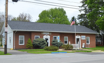 North_Fairfield_village_hall_and_library.jpg