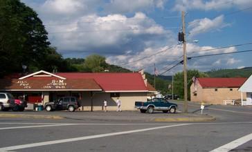 B_M_Grocery_of_Quinwood__West_Virginia_-_panoramio.jpg