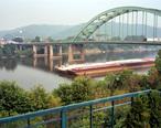 Fort_Henry_Bridge_looking_towards_Ohio__in_Wheeling__West_Virginia_-_20040706.jpg