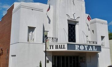 Hogansville__GA_City_Hall__Royal_Theater_.JPG