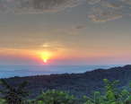 Overlook_Sunrise_-_panoramio.jpg