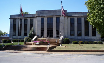 Dekalb_county_tennessee_courthouse.jpg