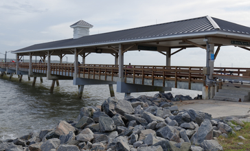 The_pier_in_Neptune_Park__St._Simons_Island__GA__US.jpg