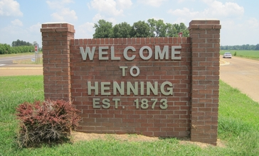 Henning_TN_welcome_sign_US51_02.jpg