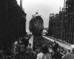 Launch_of_USS_Birmingham__CL-62__at_Newport_News_Shipbuilding_on_20_March_1942__NH_75592_.jpg