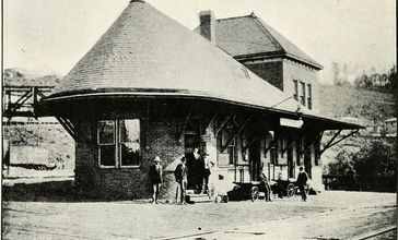 Western_Maryland_Railroad_Depot_Thomas_WV_ca_1906.jpg