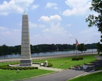 Gadsden__AL__Spirit_of_American_Citizenship_Monument__with_Coosa_River.JPG