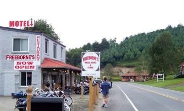Freeborne_s_Motel_and_Restaurant_-_panoramio.jpg