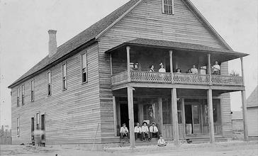 Ray_City_Hotel__Ray_City__Georgia__circa_1912_.jpg
