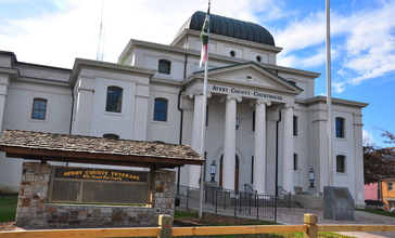 Avery_County_Courthouse_in_Newland.jpg