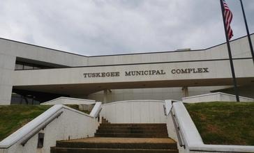 Tuskegee_Alabama_Municipal_Complex.JPG