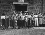 Child_workers_in_Tupelo__Mississippi.jpg
