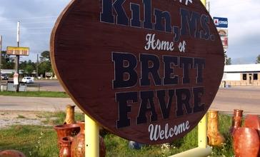 Kiln__Mississippi_Welcome_Football_Sign_01.jpg