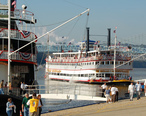 The_Belle_of_Louisville_docks_next_to_the_Natchez_in_Cincinnati_for_Tall_Stacks_2006.jpg