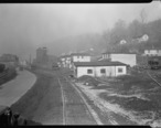 Scott_s_Run__West_Virginia._Pursglove_Mines_Nos._3_and_4_-_This_is_the_largest_company_of_Scott_s_Run._Scene_shows..._-_NARA_-_518378.jpg