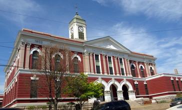 Calhoun_County_Alabama_Courthouse_April_2014_2.jpg