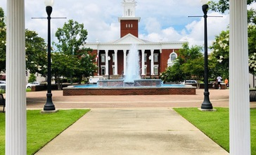Opelika_Historic_District_Lee_County_Courthouse_Square.jpg