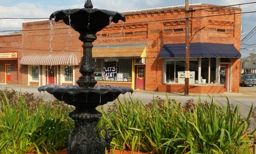 Lanett__Alabama_Fountain.JPG