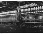 Young_spinner_in_Roanoke_Cotton_Mills._Said_14_years_old__but_it_is_doubtful._Roanoke__Va._-_NARA_-_523433.jpg