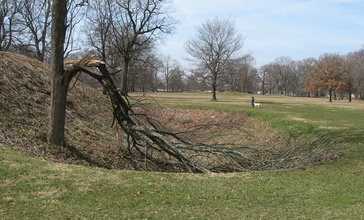 End_of_a_ditch_at_the_Great_Circle_in_Newark.jpg