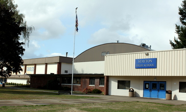 Stayton_High_School_main_entrance_-_Stayton_Oregon.jpg