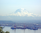 Mount_Rainier_overlooking_the_Port_of_Tacoma.jpg