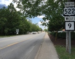 2016-06-25_15_19_21_View_north_along_U.S._Route_522_and_west_along_West_Virginia_State_Route_9__Washington_Street__between_Market_Street_and_Warren_Street_in_Berkeley_Springs__Bath___Morgan_County__West_Virginia.jpg