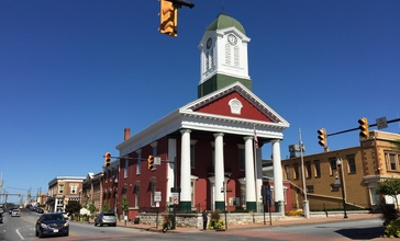 2016-09-27_12_32_38_The_Jefferson_County_Court_House_at_the_intersection_of_West_Virginia_State_Route_115__George_Street__and_West_Virginia_State_Route_51__Washington_Street__in_Charles_Town__Jefferson_County__West_Virginia.jpg