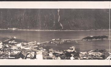 Panorama_of_Douglas__Alaska__1914.jpg