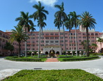 Boca_Raton_Resort_porte-cochere_entrance_photo_D_Ramey_Logan.JPG