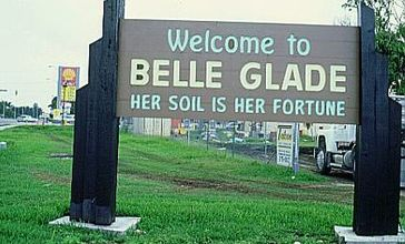 Welcome_to_Belle_Glade_FL__Old_sign.jpg