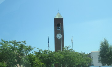 Clock_tower_in_Spartanburg__SC_IMG_4815.JPG