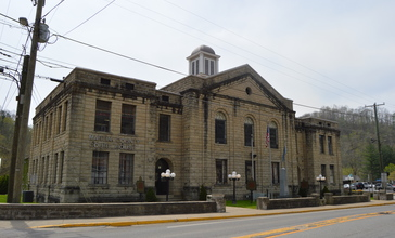 Martin_County_Courthouse_in_Inez.jpg