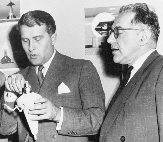 Wernher von Braun (left) and Willy Ley (right)