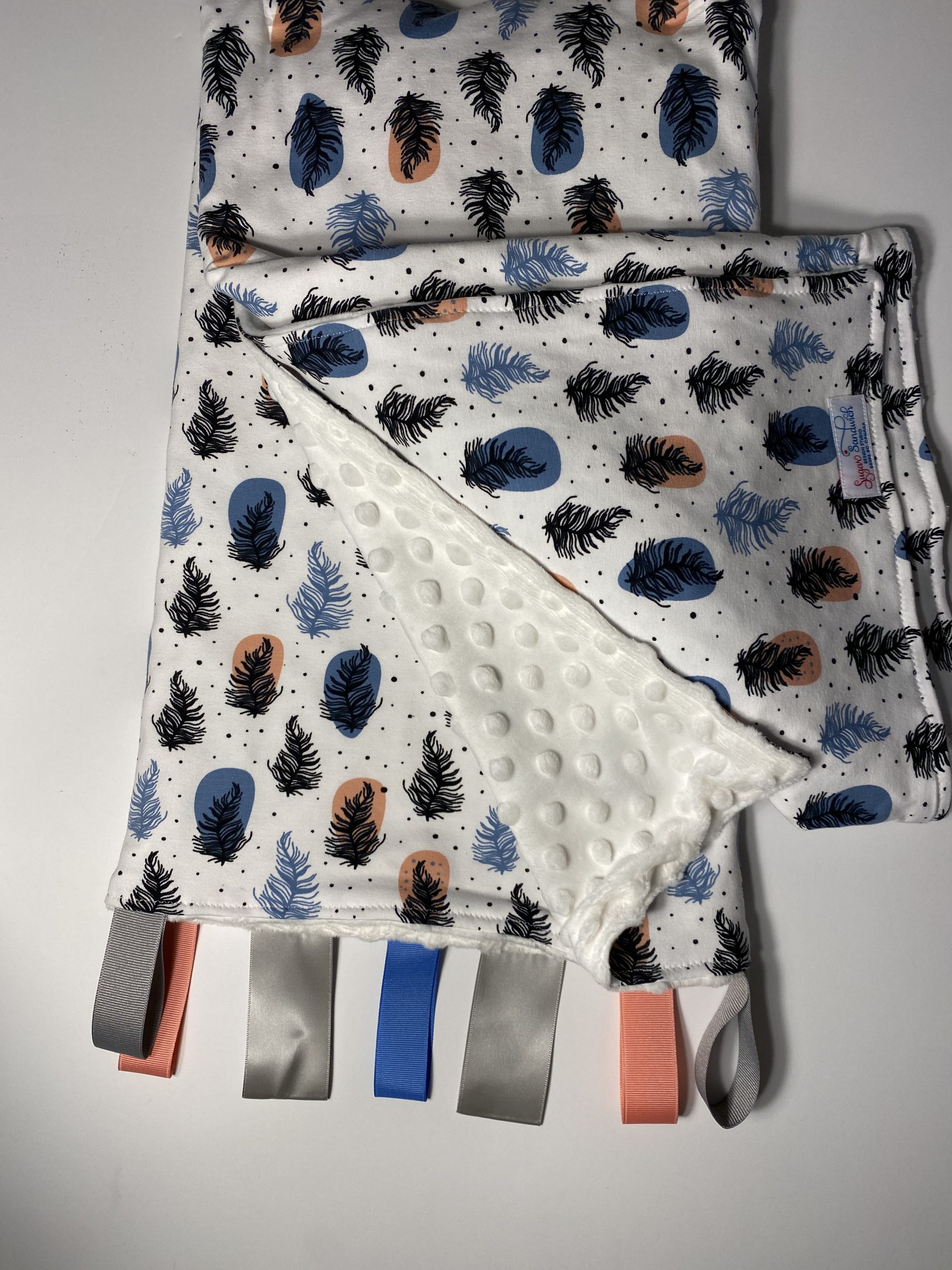 cuddle blanket coloured feather print