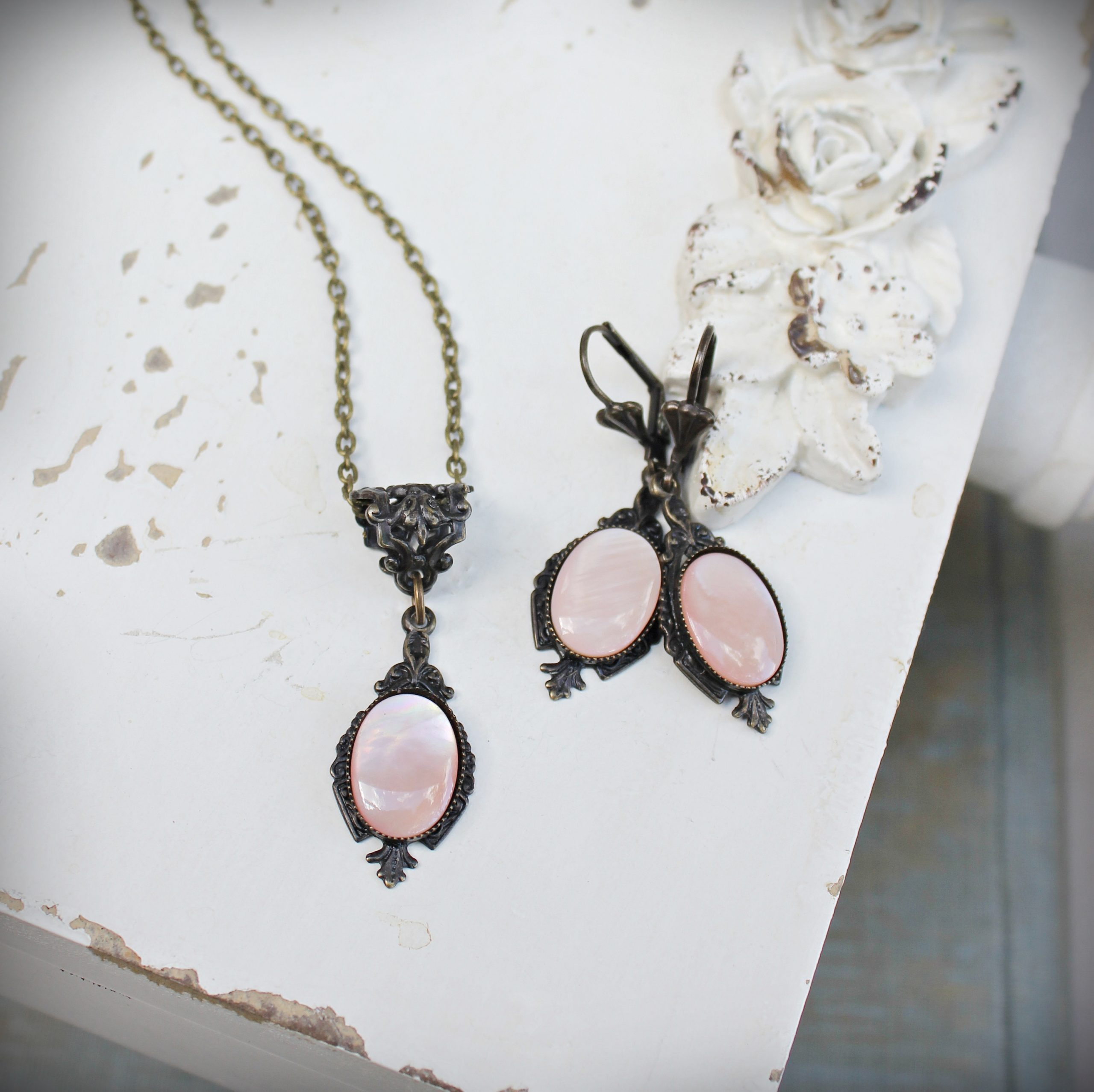 pink shell necklace earrings vintage