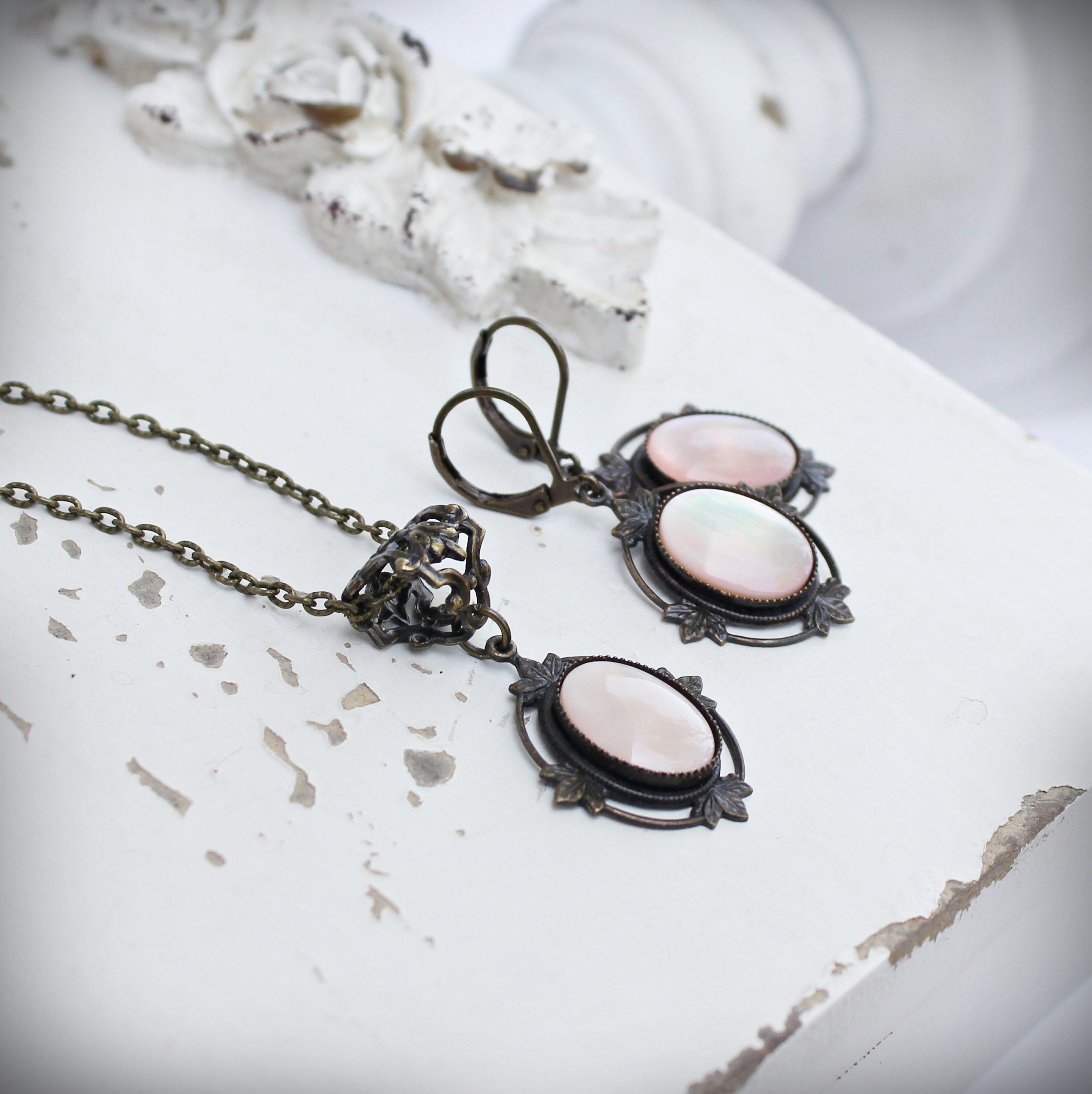 pink shell necklace and earrings set vintage style