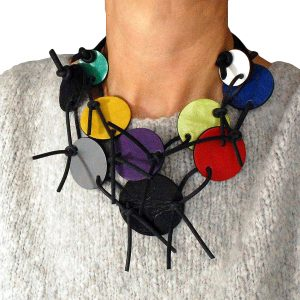 Colorful short necklace