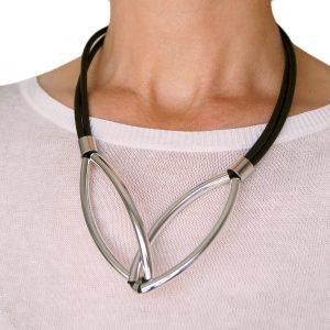 Elegant black necklace