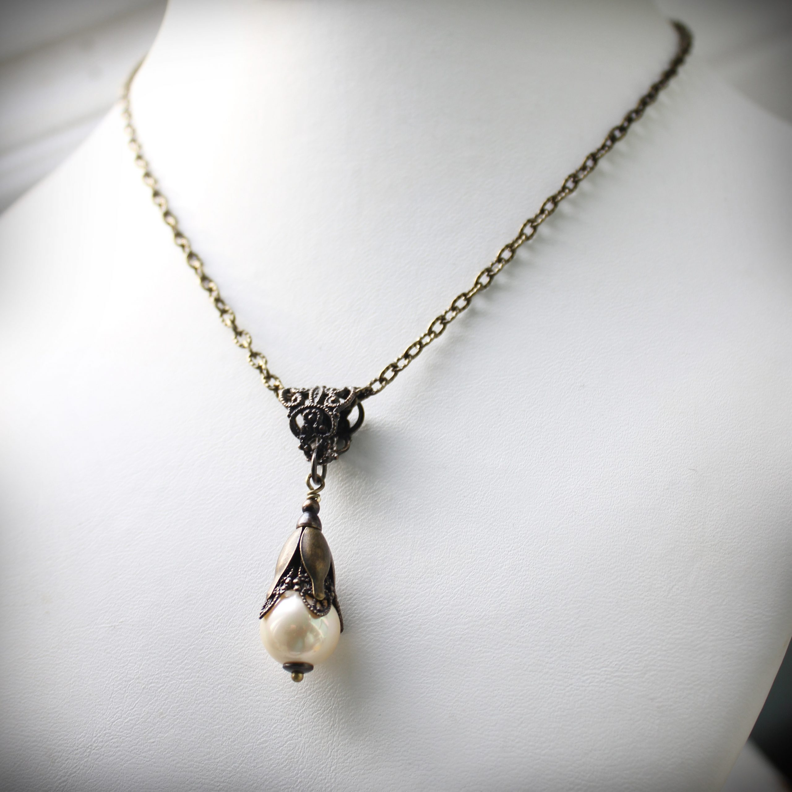 Creamy Pearl Vintage Style Pendant Necklace