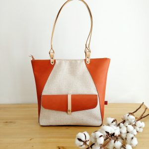 Tote bag in leather and fabric.