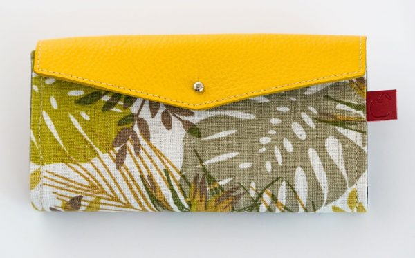 long wallet for women in yellow leather and printed canvas.