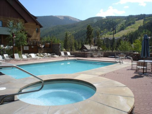 The swimming pool at Dakota Lodge in River Run Village