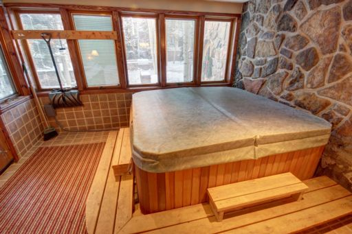 Enjoy this private hot tub!