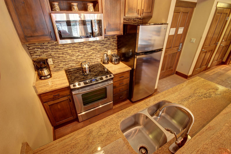 jack-pine-8016_ski_condo_kitchen