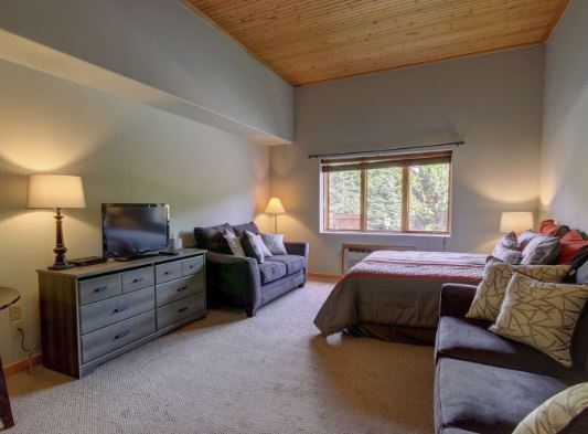 Beautiful, New Gateway Lodge Studio Available for Rental with SummitCove