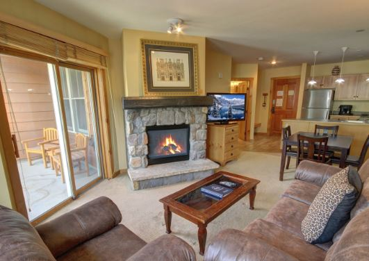 Living room at Buffalo Lodge Condo 8361 in Keystone Resort
