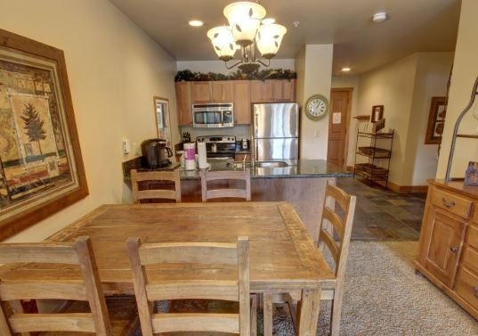 Dining Room for 5 at Red Hawk Lodge 2277