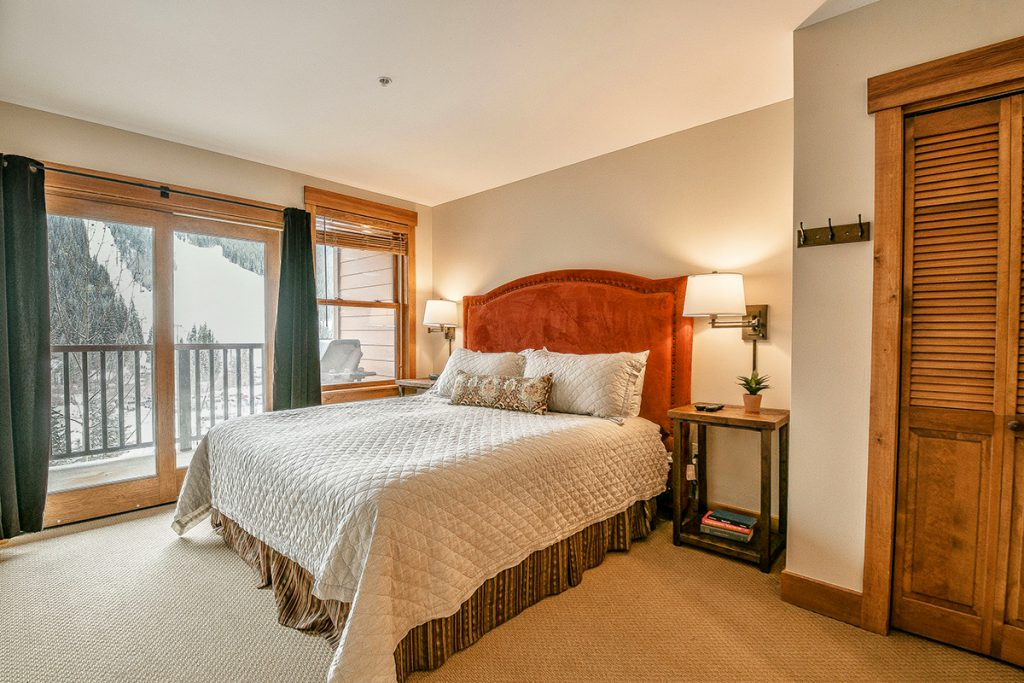 Master Bedroom with Ski Slope View Keystone CO