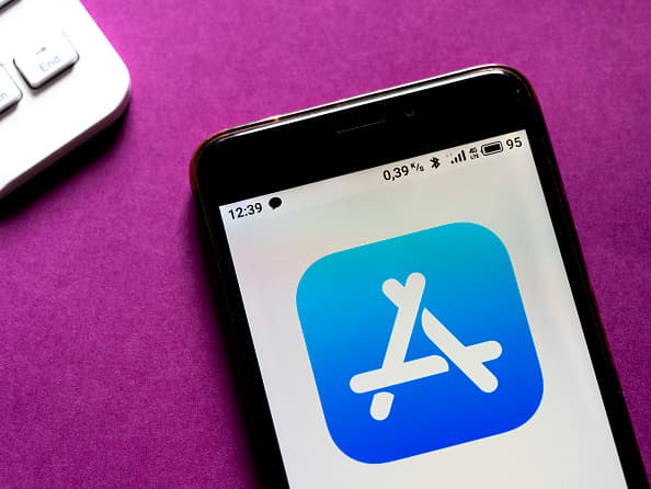 Google, Apple giving up less than 5% of revenue from apps with pay changes: estimate